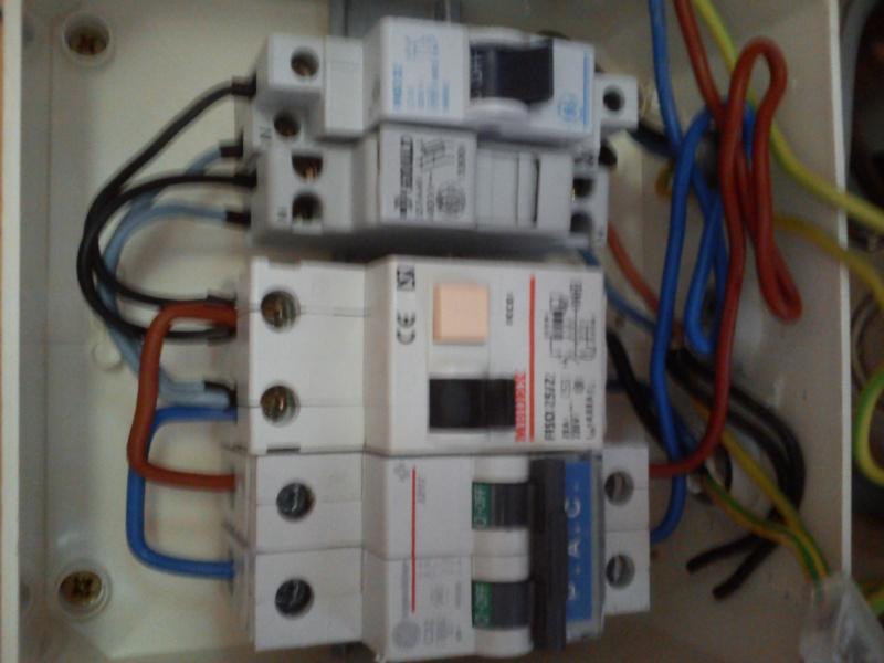 Raccordement élect. PAC pour asservissement filtration Escatop (RÉSOLU) Dsc_0017