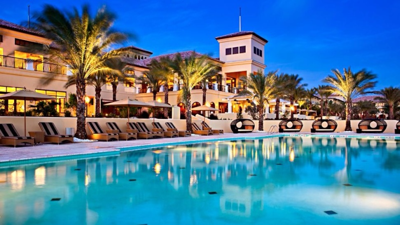Hotel Pool Image31