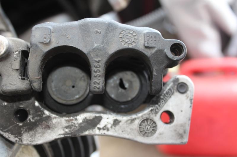piston étrier frein arrière endomagé au démontage Img_0611