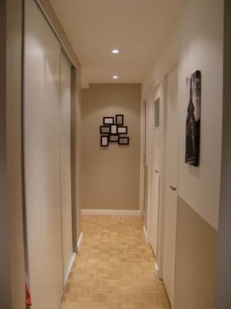 peinture d 39 un couloir troit et assez long. Black Bedroom Furniture Sets. Home Design Ideas