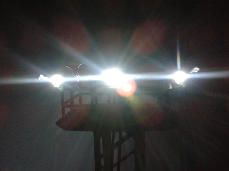 Pylône d'éclairage avec 6 projecteurs à leds 2014-043