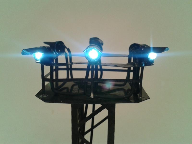 Pylone d'éclairage avec 6 projecteurs à led 2014-044