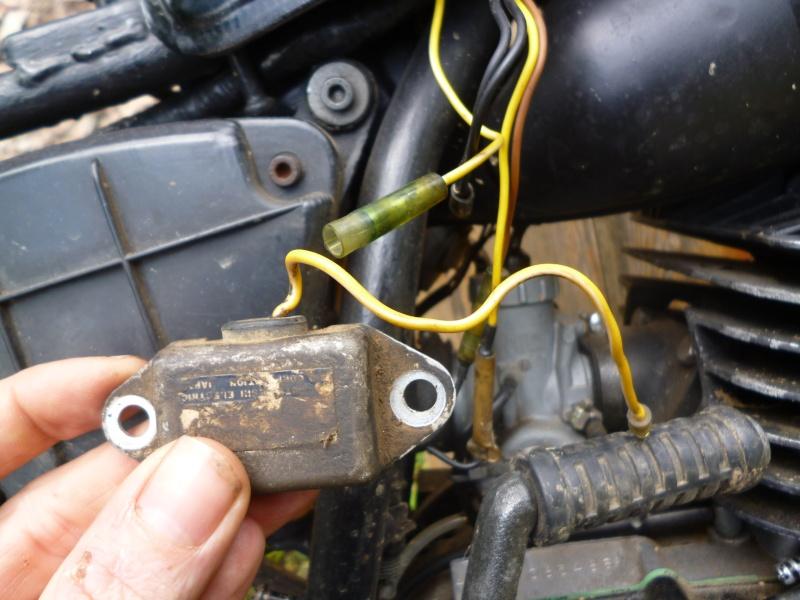 regulateur de tension et connexions feux ar/stop P1020310