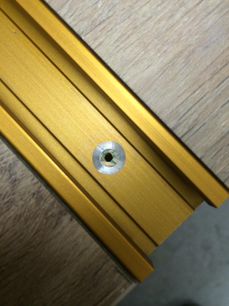 Une table polyvalente : défonceuse + Scie sous table Img_3212