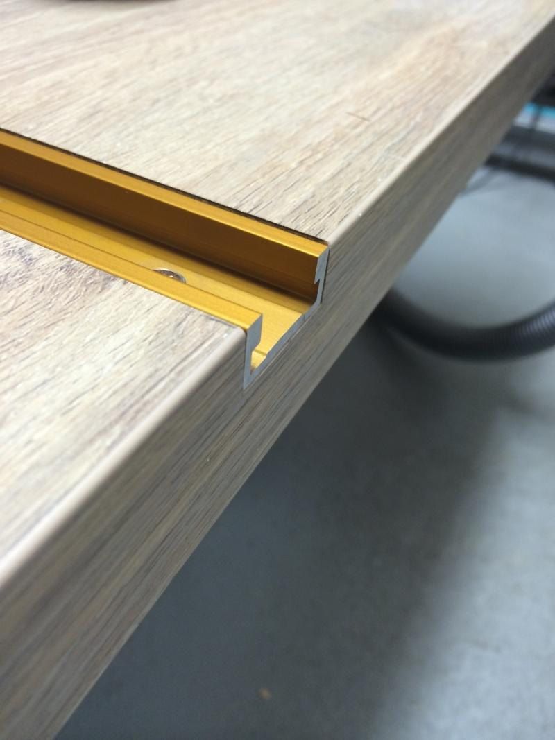 Une table polyvalente : défonceuse + Scie sous table Img_3213