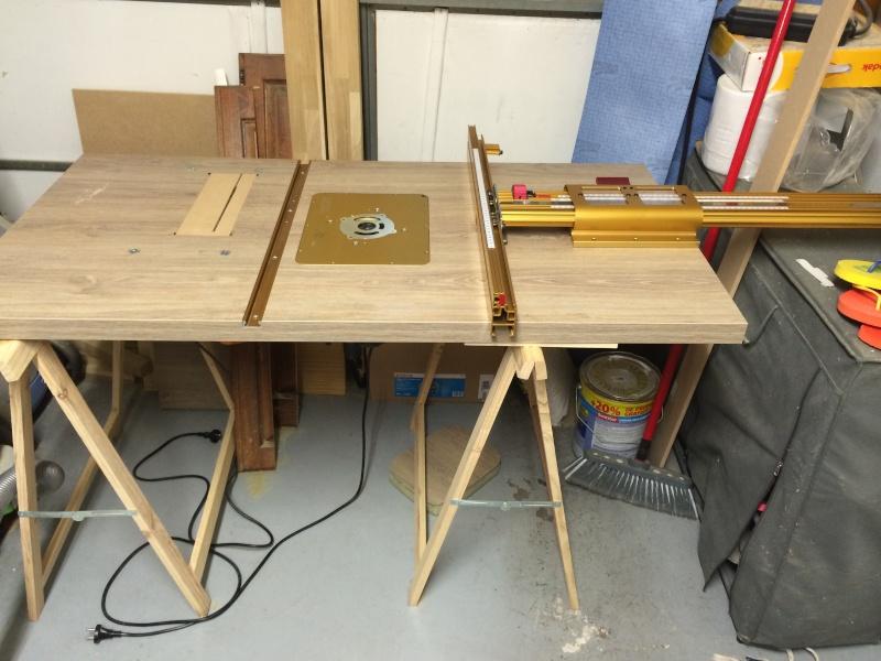 Une table polyvalente : défonceuse + Scie sous table Img_3219