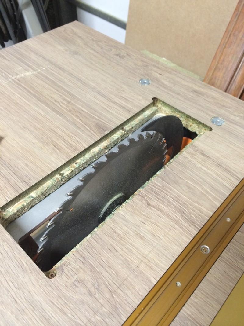 Une table polyvalente : défonceuse + Scie sous table Img_3312