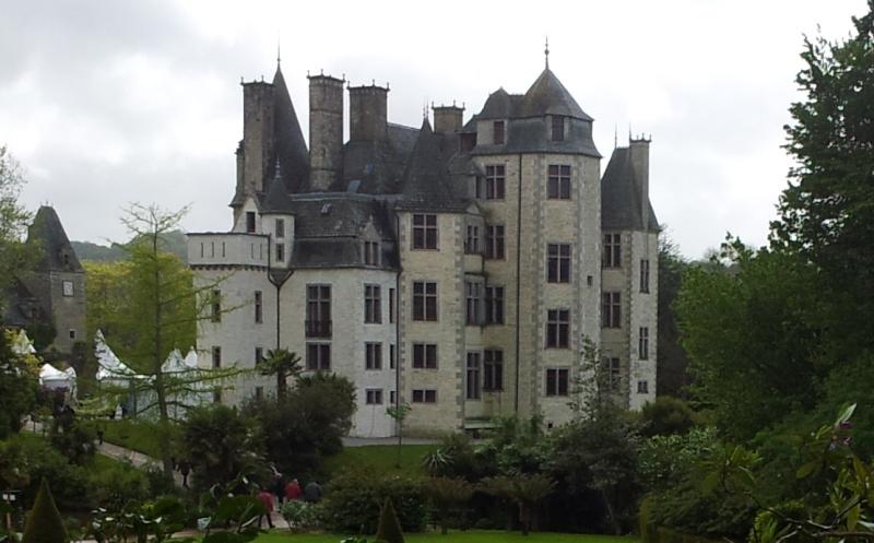 Fantômes aux fenêtres du château des Ravalet ? Ravale11