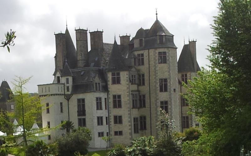 Fantômes aux fenêtres du château des Ravalet ? Ravale12