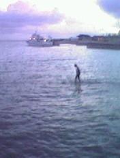 [Fiction] Jésus marche sur l'eau.. 07050411