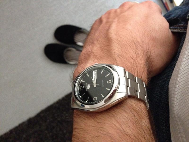Recherche petite montre habillée Image49
