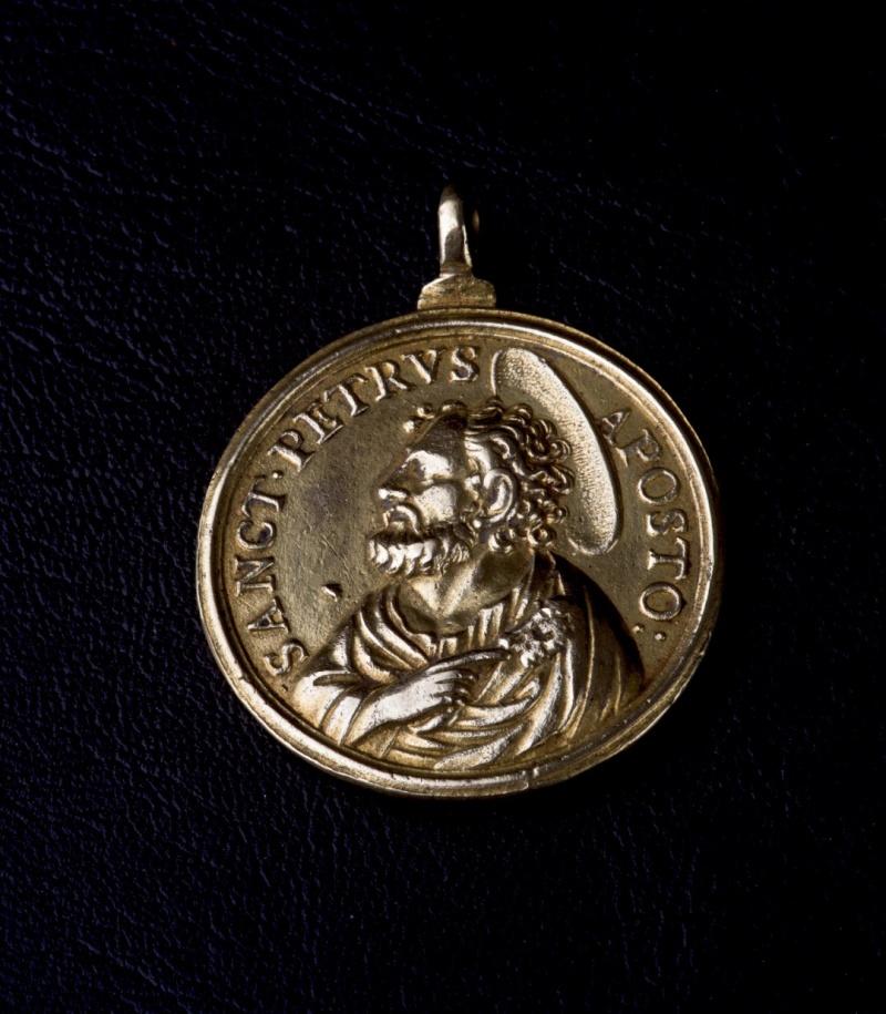 ** RARE ** Magnifique médaille fin XVIIème - en Vermeil - St-Pierre/St-Paul Photog11