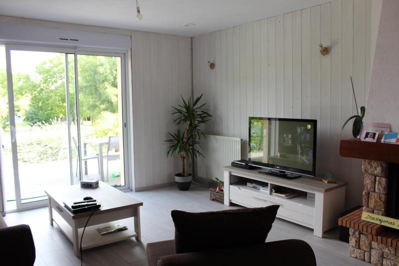 Salon / séjour avec des meubles gris Img_0418