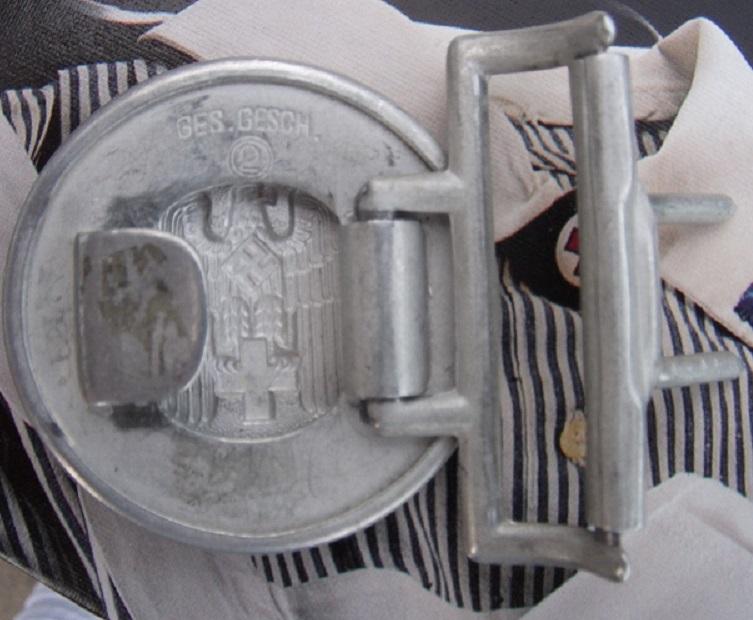 Boucles de ceinturon DRK modèle officier et troupe Dscf0711