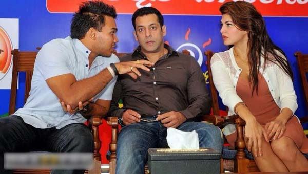 Salman Khan on MR's election stage - Page 2 10888510
