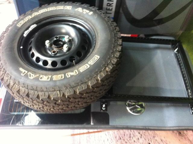 Portes roue de secours, home made  Img_0110