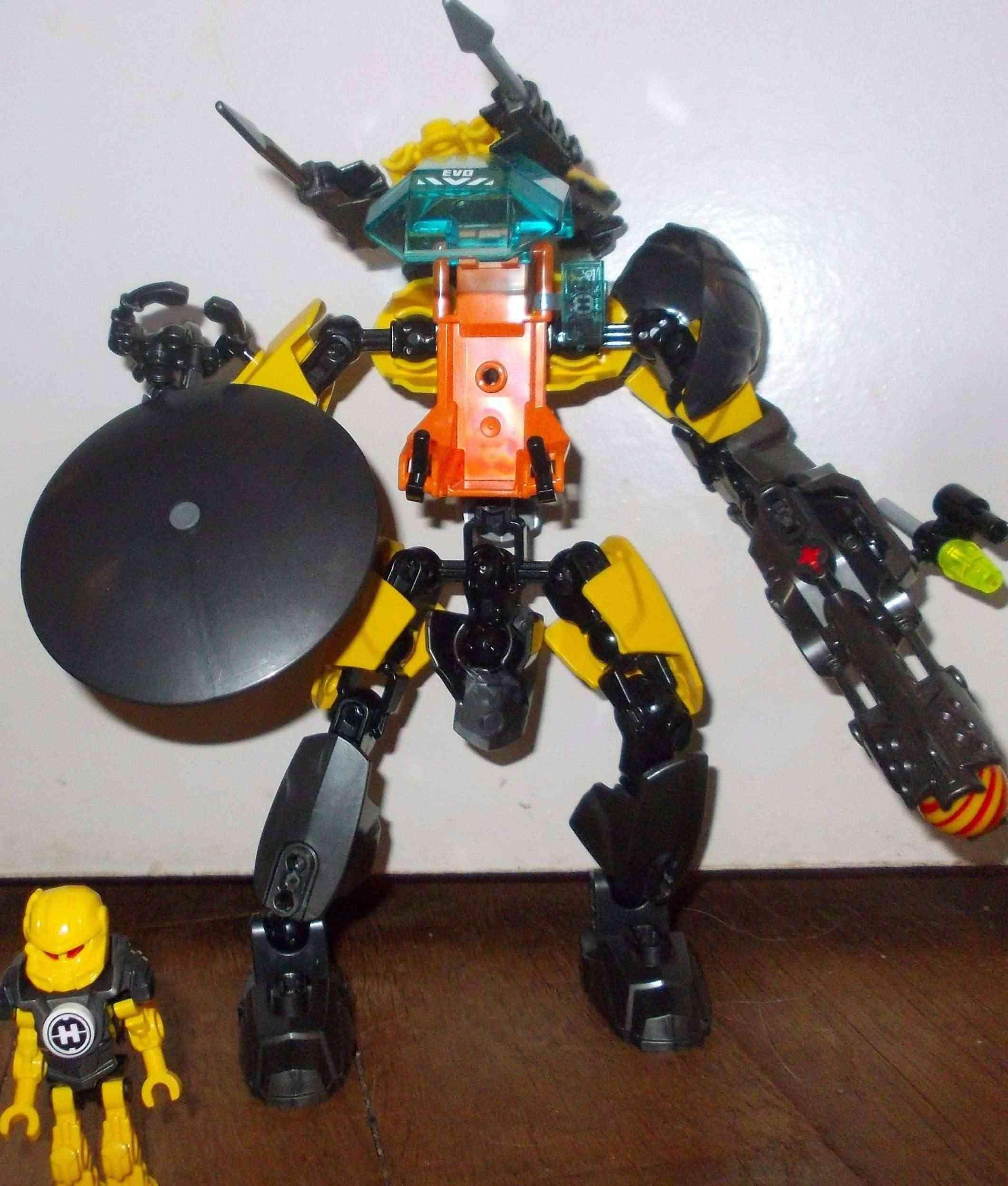 [MOC] Concours été 2014 : Robot de Combat de Evo Dscn4111