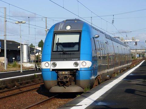 Un AGC PDL assurant un Ter Le Croisic-Nantes  10801410