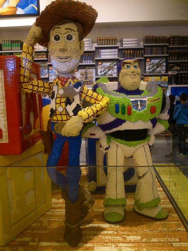 TR : Disneyland sous 3 saisons ^^ Lego_s13