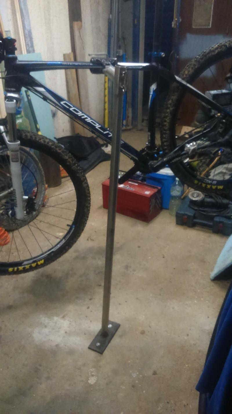 Pied d'atelier pour vélo Dsc_0013