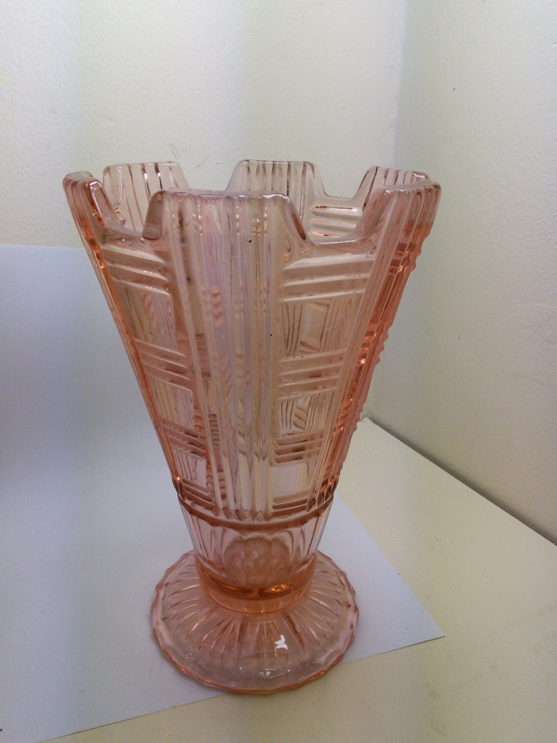 Pink Art Deco Vase Img_2019