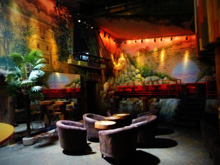 Café à thème jungle [1er étage du chateau d'Emeraude.] Jungle10