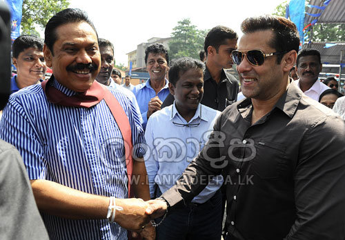 Salman Khan on MR's election stage - Page 2 28327412