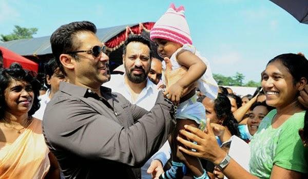 Salman Khan on MR's election stage Salman10