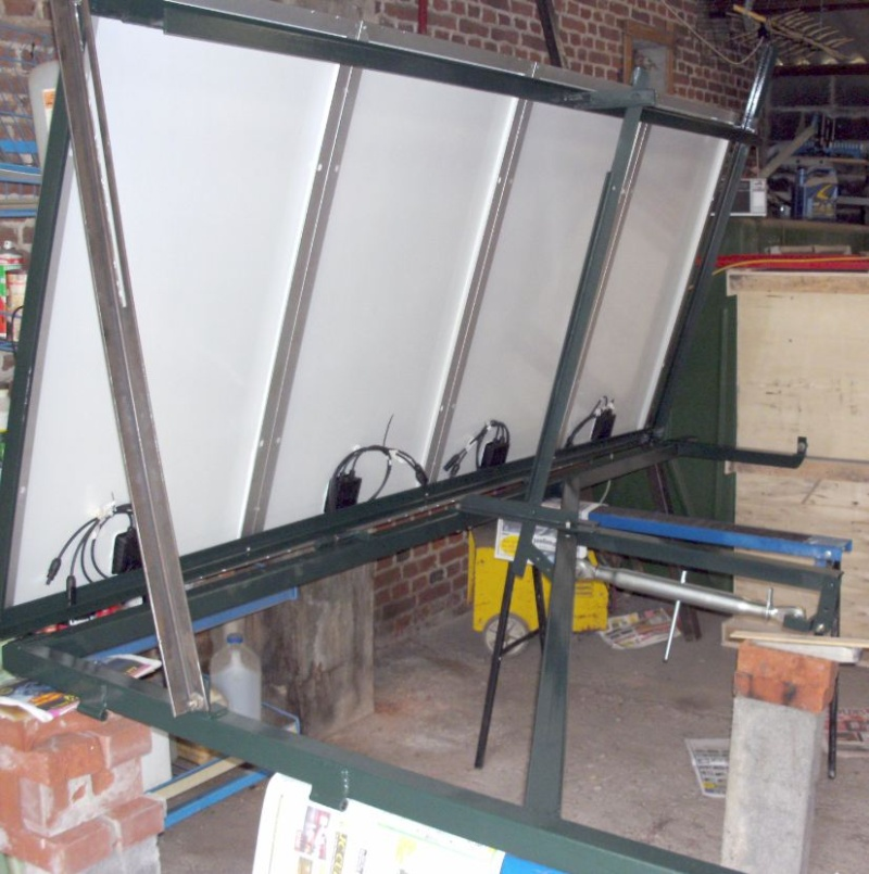 Réalisation d'un cadre photovoltaïque orientable pour injection batteries ou réseau (EDF). 1010
