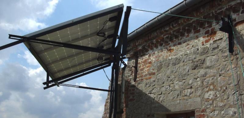 Réalisation d'un cadre photovoltaïque orientable pour injection batteries ou réseau (EDF). 1410