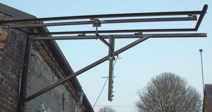 Réalisation d'un cadre photovoltaïque orientable pour injection batteries ou réseau (EDF). 710