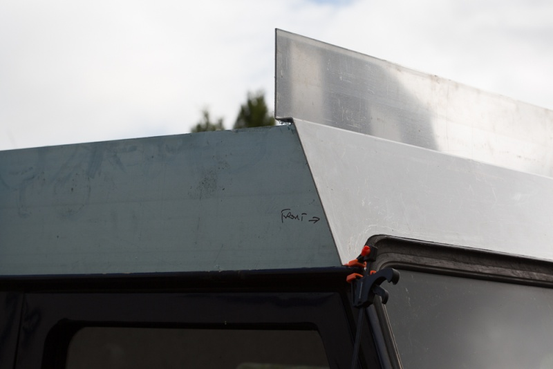 Home made lifting roof on a 110 Defender Lr_roo23