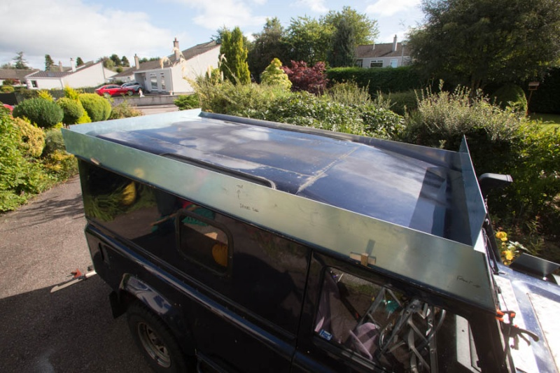 Home made lifting roof on a 110 Defender Lr_roo25