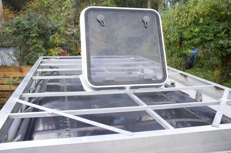 Home made lifting roof on a 110 Defender Lr_roo35