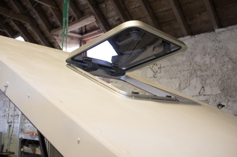 Home made lifting roof on a 110 Defender Lr_roo48