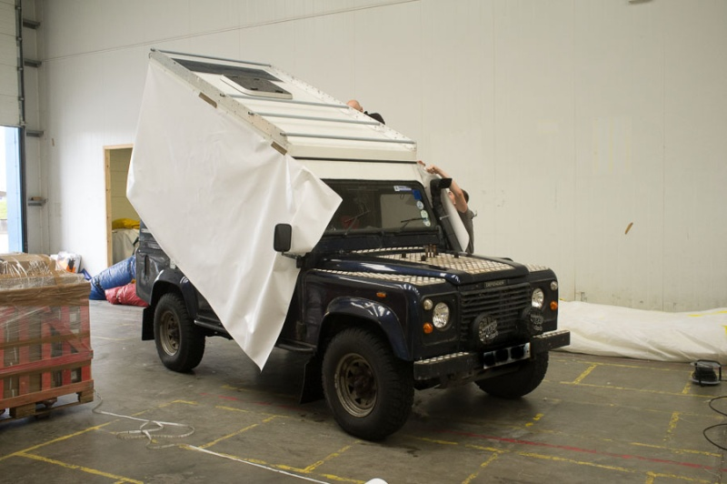 Home made lifting roof on a 110 Defender Lr_roo62