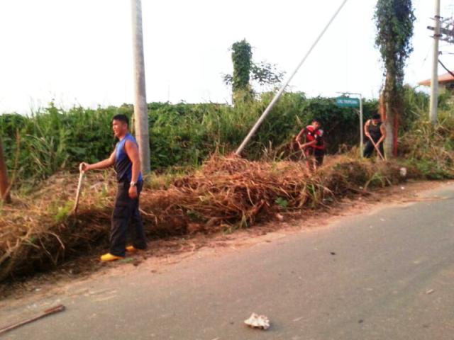 Gotong-royong membakar rumput/tumbuhan mati utk tapak pondok SRS -1/10/2014 Photo_95
