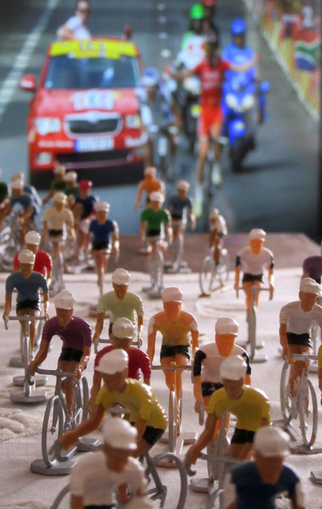 Bazar du bizarre :Tour de France dans le salon - Page 2 Img_8714