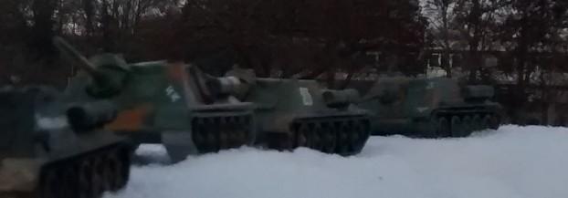 Sturmtigers Ausflug in den Osten - Seite 2 Su-85-12