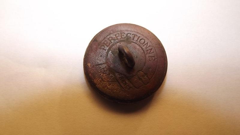 pouvez vous m aider a daté le bouton et quel  origine merci Dscf2713