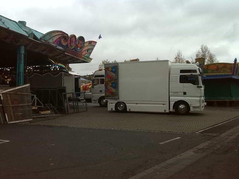 Kirmesfahrzeuge beim Aufbau Img_2012