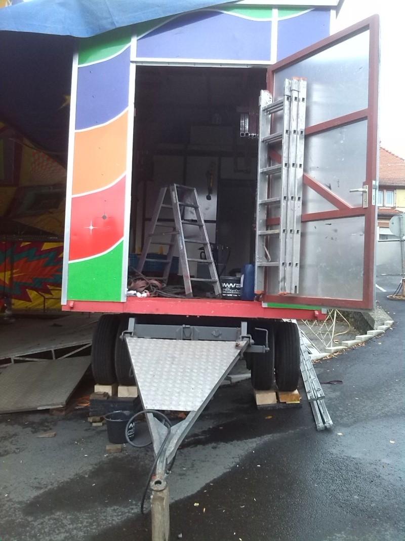 Kirmesfahrzeuge beim Aufbau Img_2022