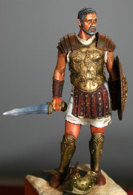 Ma dernière figurine: Maximus, le gladiateur. Img_5510