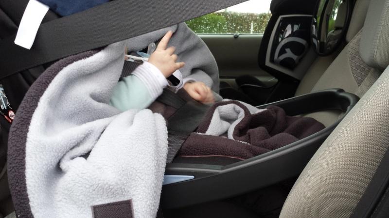 Couverture Babynomade ByBUM et probleme fixation cosy avec ceinture de sécurité 20141013