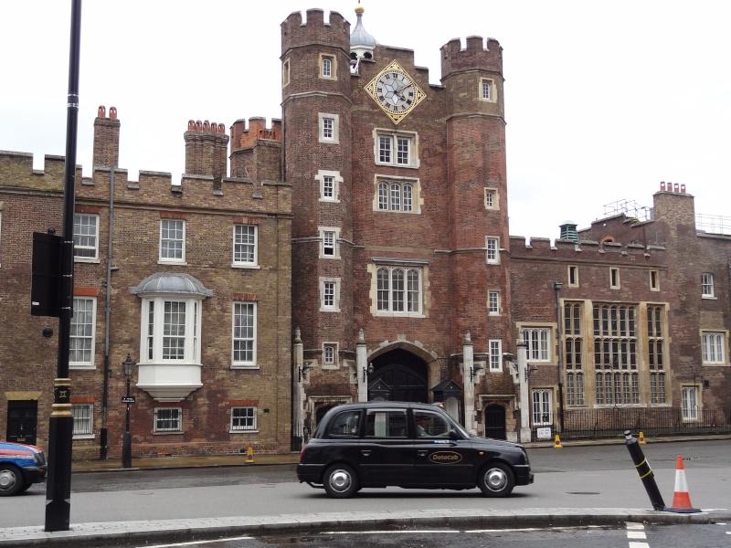 ...  à Londres, Saint-James Palace Dsc01713