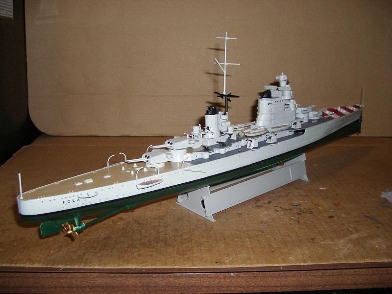 Cruiser Léger RN Pola a 1/350 de Hobby Boss Imgp0625