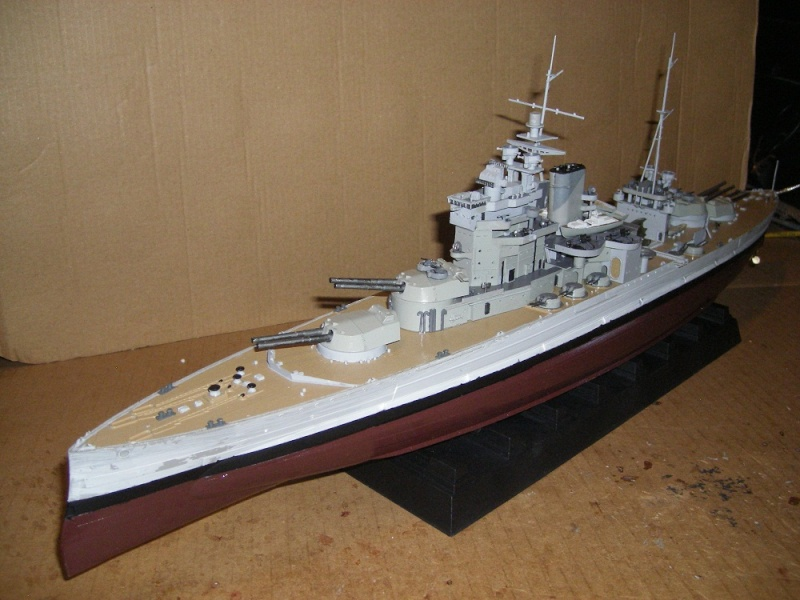 HMS Queen Elizabeth classe -Battleship 1/350 Trumpeter ref. 05324  Imgp0650
