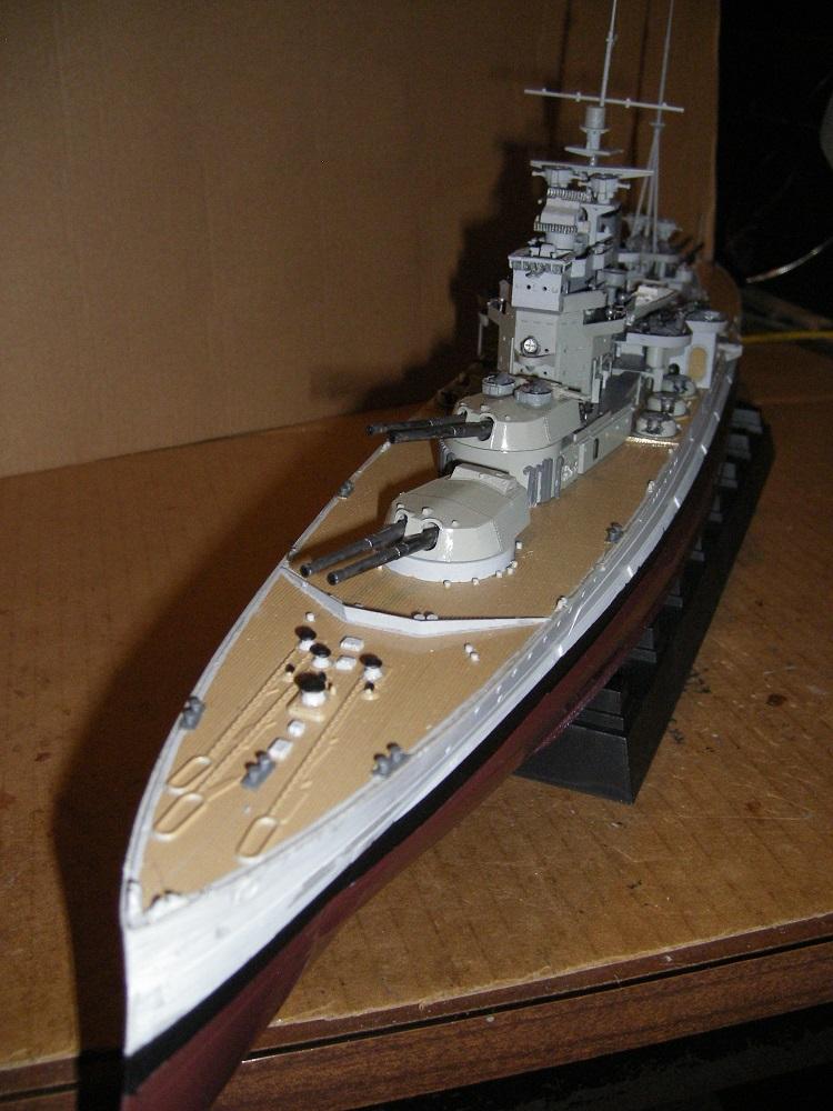HMS Queen Elizabeth classe -Battleship 1/350 Trumpeter ref. 05324  Imgp0652