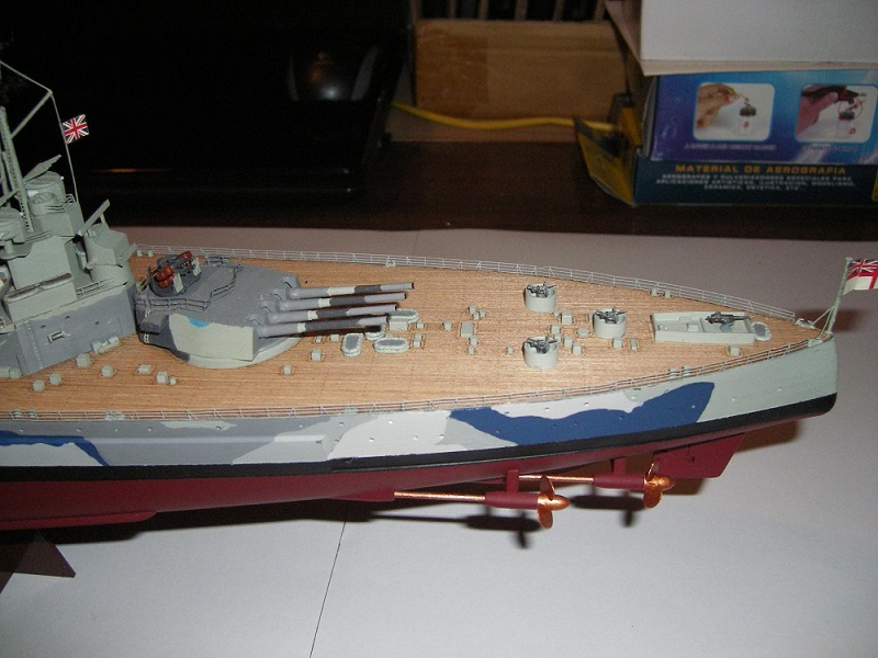 Bristish Battleship Prince of Wales à 1/350 Tamiya ref. 78011 Imgp0715