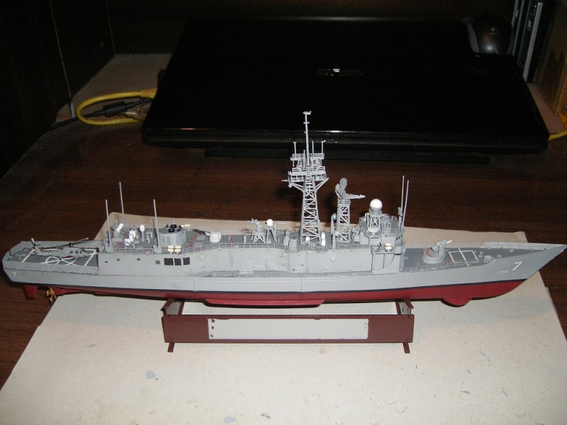USS Navy frégate USS Oliver Hazard Perry FFG-7 Académie 1/350 réf. 14102  Imgp0741